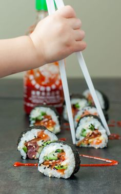 Homemade Sushi -- These Bacon Avocado Sushi Rolls are a bit unconventional but… Avocado Sushi Recipe, Bacon Avocado, Bacon Sushi Recipe, Sushi Love, Sushi Sushi, Tempura Sushi, Chicken Sushi, Sushi Roll Recipes, Dessert Sushi