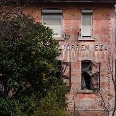 É uma casa portuguesa com ereza é com riseza uma casa portuguesa / Broken by tozzzze