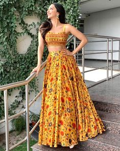 Indian Wedding Gowns, Indian Gowns Dresses, Indian Fashion Dresses, Indian Designer Outfits, Bride Indian, Desi Wedding, Indian Wear, Wedding Dresses, Dress Fashion