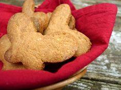 Heerlijk brosse zandkoekjes van amandelmeel en havermeel. Het zijn glutenvrije koekjes die je met weinig moeite ook lactosevrij maakt.  | http://degezondekok.nl