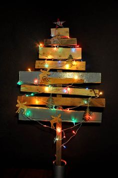 this diy tree decoration is on my list... It would be so pretty outside on the lawn, if i had a lawn, lol