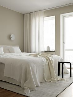 Home Decor Chic A Serene Organic and Minimal Interior by Sundling Kickn - NordicDesign.Home Decor Chic A Serene Organic and Minimal Interior by Sundling Kickn - NordicDesign Minimal Bedroom, Modern Bedroom, Home Decor Styles, Cheap Home Decor, Home Bedroom, Bedroom Decor, Calm Bedroom, Master Bedroom, Bedroom Curtains