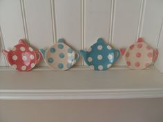 Teapot shaped tea bag holders