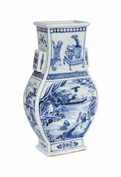 A large blue and white hu vase, Kangxi period (1662-1722)