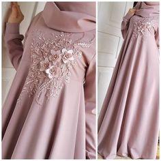 Image may contain: one or more people and people s İslami Erkek Modası 2020 Hijab Prom Dress, Hijab Gown, Muslim Dress, Dress Outfits, Abaya Fashion, Muslim Fashion, Modest Fashion, Fashion Dresses, Mode Abaya