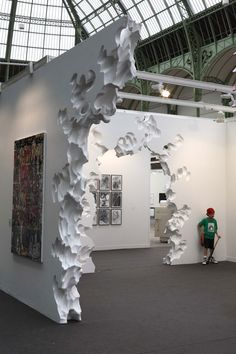 The AR(chi)Tecture of Daniel Arsham Museum Exhibition Design, Exhibition Booth, Exhibition Space, Design Museum, Museum Architecture, Architecture Details, Conception Scénique, Scenic Design, Installation Art