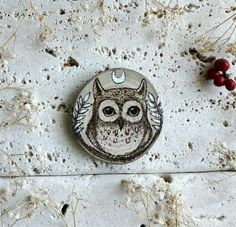 Little cute Owl handmade on wood slice realized with pyrograph and a touch of white acrylic color #owl #art #woodburn