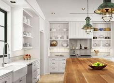 View some of our note-worthy kitchen designs across a collection of our projects in and around Houston, TX.