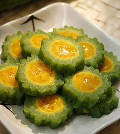 http://www.vietnamese-food.org/2010/09/bitter-melon-stuffed-with-salted-egg_13.html