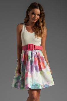 I feel the need to own this dress. Alice+Olivia Omega Flower Puff Dress with Belt - Lyst Day Dresses, Nice Dresses, Casual Dresses, Fashion Moda, Womens Fashion, Moda Formal, Cool Outfits, Fashion Outfits, Sweaters And Leggings