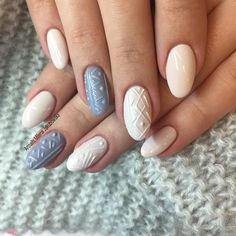 Gray and soft pink knitnails.