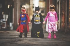 superman, batman, and cat woman. my adorable Superman. Superhero Pictures, Superhero Kids, Superhero Party, Photography Pics, Children Photography, Friendship Photography, Justice League Wonder Woman, Fathers Day Photo, Toddler Photos