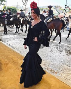 "31.1 mil Me gusta, 280 comentarios - Marta Lozano Pascual (@martalozanop) en Instagram: ""Enamorada de Sevilla y de la Feria ❤"" Party Fashion, Look Fashion, Fashion Show, Spanish Dress, Spanish Style, Traditional Mexican Dress, Spanish Fashion, International Fashion, Dress To Impress"