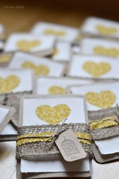 """Los recordatorios """"handmade"""" de la Comunión de Alba   Na Lua Dulce Christening Invitations, Rustic Wedding Inspiration, Mexican Party, First Holy Communion, Card Tags, Craft Gifts, Invitation Cards, Wedding Cards, Party Favors"""