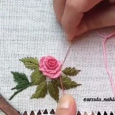 Embroidery Flowers Pattern, Rose Embroidery, Embroidery Fashion, Silk Ribbon Embroidery, Flower Patterns, Creative Embroidery, Hand Embroidery Designs, Sewing Hacks, Sewing Crafts