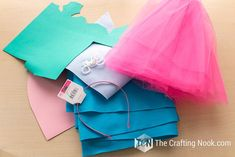 How to Make Poppy Troll Costume (with video) Poppy Halloween Costume, Belle Halloween Costumes, Baby Halloween, Halloween 2019, Halloween Ideas, Halloween Makeup, Halloween Decorations, Princess Poppy Costume Diy, Diy Costumes For Boys
