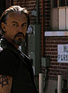 Love the pictures that show his tattoos. Getting an anarchy tattoo like this one because of my love Chibs and SOA! Tommy Flanagan, Beautiful Men, Beautiful People, Sons Of Anarchy Samcro, Scottish Man, Favorite Son, Favorite Things, Thing 1, Hommes Sexy