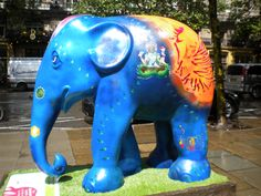 one of the London elephant statues in the elephant parade 2010