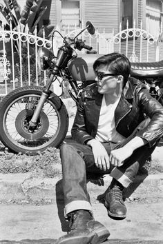 born to be wild Looks Rockabilly, Rockabilly Cars, Rockabilly Fashion, Greaser Guys, Greaser Style, Mode Vintage, Vintage Men, Vintage Leather, Teddy Boys
