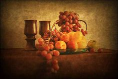 Still life photography consists of arranging inanimate objects in order to create an image. It can be the evidence of great skill and creativity, as it requires(...)