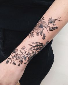 Tattoos And Body Art tattoo designers uk Form Tattoo, Botanisches Tattoo, Tattoo Style, Shape Tattoo, Piercing Tattoo, Body Art Tattoos, Sleeve Tattoos, Piercings, Stomach Tattoos