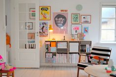bright, colorful art wall | Mor til MERNEE