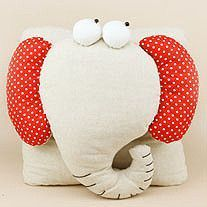 How cute is this ♥Elephant♥ Pillow! Cute Pillows, Diy Pillows, Decorative Pillows, Sewing Toys, Sewing Crafts, Sewing Projects, Softies, Elephant Cushion, Elephant Head