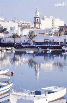 Descubre los Bonitos colores del pueblo de Arrecife #Lanzarote.                                                                                                                                                      Más