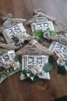 Liven Up Your Bathroom With Wicker Furniture – Wicker Decor Christmas Crafts For Kids, Easter Crafts, Christmas Diy, Christmas Wreaths, Quilling Flowers Tutorial, Tree Decorations, Christmas Decorations, Paper Magic, Paper Weaving