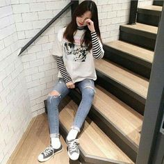 Casual korean outfits, korean fashion street style, korean outfit s Korean Fashion Winter, Korean Fashion Trends, Korean Street Fashion, Korea Fashion, Asian Fashion, Grunge Style, Soft Grunge, Korean Outfit Street Styles, Korean Style