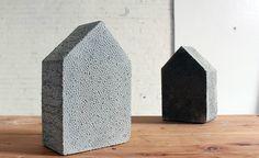 DIY: betonnen boekensteun met te gekke structuur   | roomed.nl