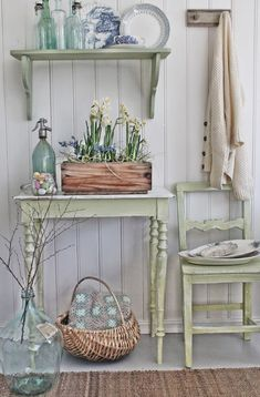 Cottage Shabby Chic Entryway Decor Ideas Shabby chic look with spring colour palette. Look fresh and clean!Shabby chic look with spring colour palette. Look fresh and clean! Shabby Chic Flur, Shabby Chic Entryway, Casas Shabby Chic, Shabby Chic Mode, Shabby Chic Zimmer, Shabby Chic Bedrooms, Shabby Chic Kitchen, Shabby Chic Style, Shabby Chic Furniture