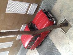 El Renault 4L .... Descubro uno enfrente de casa (mal aparcado para mas señas). Tuvimos uno del mismo color allá por 1982 Suitcase, Colors, Hipster Stuff, Briefcase