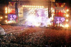 Via  Withit Tengapichat FB Queen + Adam Lambert - Summer Sonic 2014 (Tokyo, Japan)