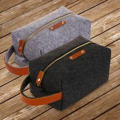 Wool felt & genuine leather and Waterproof polyester lining Toiletry Bag, Tote Bag, Diy For Men, Diy Bags, Handmade Bags, Leather Working, Cosmetic Bag, Wool Felt, Fashion Bags