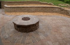 Spruce up your backyard with this fun and easy DIY Outdoor Fire Pit. Outdoor Fire Table, Outdoor Propane Fire Pit, Outdoor Gas Fireplace, Fire Pit Grill, Fire Pit Area, Diy Fire Pit, Fire Pit Heat Deflector, Fire Pit Plans, Fire Pit Essentials