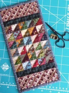 Mini strippy triangles from Marian Edwards DreamWeaver.