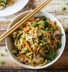 Veggie Loaded Chow Mein | 10 Easy Healthy Recipes To Make Your Diet Easy | https://homemaderecipes.com/10-easy-healthy-recipes/