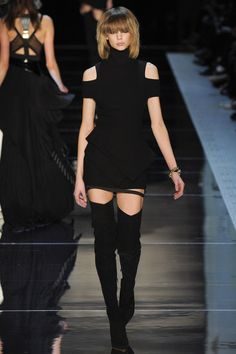 See the complete Alexandre Vauthier Spring 2016 Couture collection.