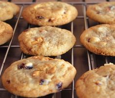 Caramelized White Chocolate and Cranberry Cookies | Baking YummiesBakingyummies - Recipes and Resources for baking