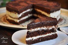 Brownie cake with cream cheese - Laura sava Delicious Desserts, Dessert Recipes, Romanian Desserts, Brownie Cake, Cake With Cream Cheese, Something Sweet, Tiramisu, Mousse, Sweet Treats