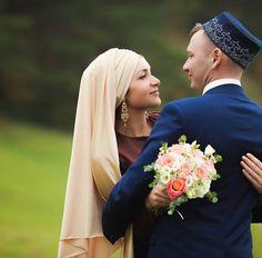 #Серьги_на_прокат #серьги_на_никах #украшения_на_никах #готовые_платки_на_никах #готовый_головной_убор #авторское_повязывание_платка #туй #никах #никах_челны by guzel_valishina Disney Wedding Dresses, Hijab Bride, Pakistani Wedding Dresses, Muslim Brides, Muslim Couples, Nigerian Weddings, African Weddings, Wedding Couples, Wedding Ideas