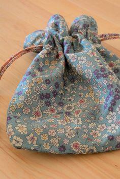 Drawstring Backpack, Tote Bag, Sewing, Jeanne, Crafts, Dressmaking, Fabric Bags, Drawstring Bag Tutorials, Manualidades