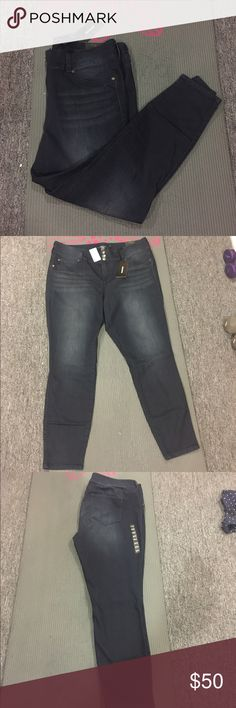 Dark wash jeggings NWT dark wash jeggings from torrid. These are my favorite pants, super comfy, I just don't like the dark wash. Last picture shows fit. Feel free to make me a reasonable offer☺️ 🚫NO TRADES🚫 torrid Pants Skinny