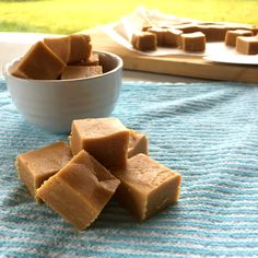 Microwave Russian Fudge Once you have made this microwave variation on the classic Russian Fudge recipe you may never go back - so quick and delicious! I have heard of this recipe floating around for many many years and Microwave Fudge, Microwave Recipes, Fudge Recipes, Baking Recipes, Candy Recipes, Nougat Recipe, My Favorite Food, Favorite Recipes, Caramel Fudge