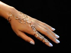 This hand bracelet features 11 secret hinges allowing the wearer complete moveme. - This hand bracelet features 11 secret hinges allowing the wearer complete movement of the hand. Cuff Jewelry, Hand Jewelry, Body Jewelry, Wire Jewelry, Jewelery, Jewelry Accessories, Fashion Accessories, Fashion Jewelry, Unique Jewelry