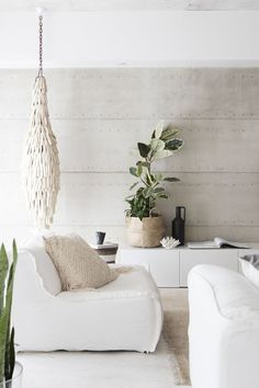 A Nature Inspired Home In Beachside Perth Layers of raw and natural materials – linen, raw timber, seagrass and stone – deliver depth and soul in this serene beachside home in Perth that has been designed with entertaining in mind. Take a tour. My Living Room, Living Room Interior, Home And Living, Living Room Decor, Living Spaces, Small Living, Beige Sofa Living Room, Clean Living, Cozy Living