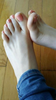 only feet toes sexy women Sexy Nails, Sexy Toes, Toe Nails, Nice Toes, Pretty Toes, Feet Soles, Women's Feet, Teen Feet, Foot Pics