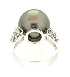Anello in oro bianco con diamanti e perla nera di tahiti