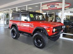 Red Bronco w/ black grill Old Ford Bronco, Bronco Truck, Early Bronco, Jeep Truck, 2020 Bronco, Classic Bronco, Classic Ford Broncos, Classic Trucks, Cool Trucks